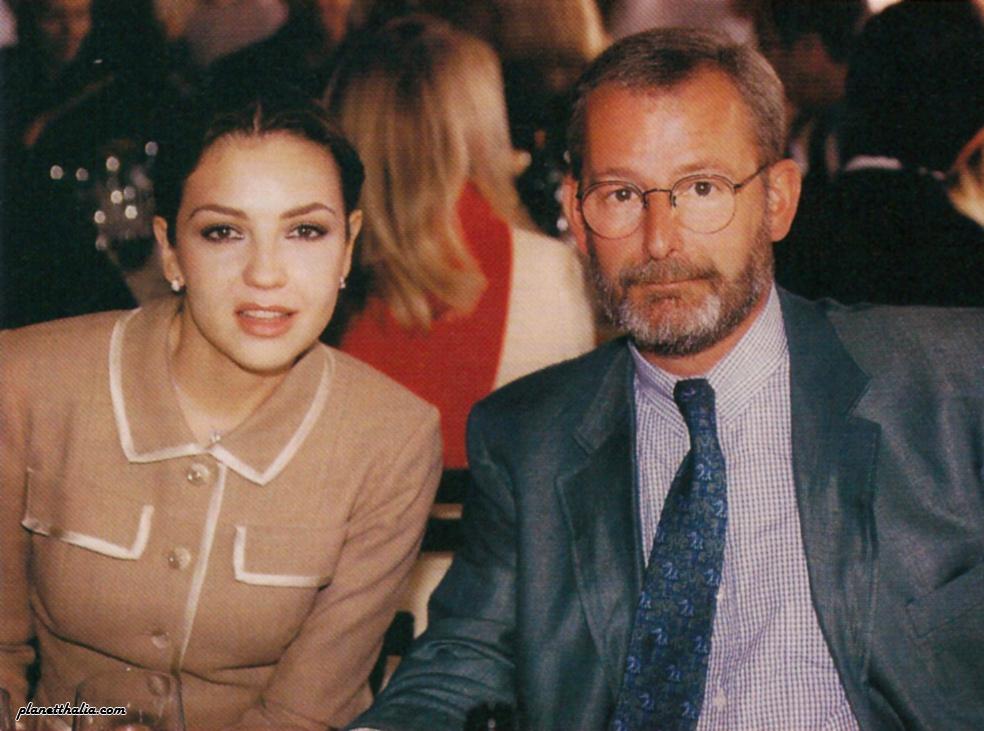 Thalia_en_Concours_Automobiles_Classiques_Louis_Vuitton_Parc_De_Bagatelle _Noviembre_22_1998_2_con_Patrick_Louis_Vuitton