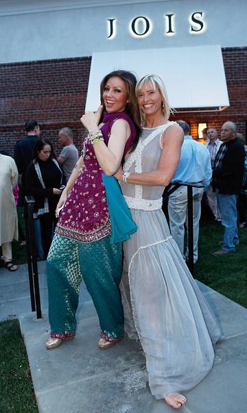 - thalia_and_sonia_jones_yoga_jois_inaguration_opening_celebration_new_york_abril_2012_2