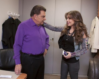 thalia_sabado_gigante_50_aniversario_backstage_con_don_francisco_octubre_2012_1