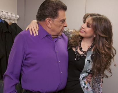 thalia_sabado_gigante_50_aniversario_backstage_con_don_francisco_octubre_2012_2