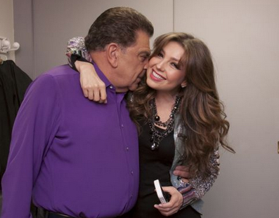 thalia_sabado_gigante_50_aniversario_backstage_con_don_francisco_octubre_2012_3